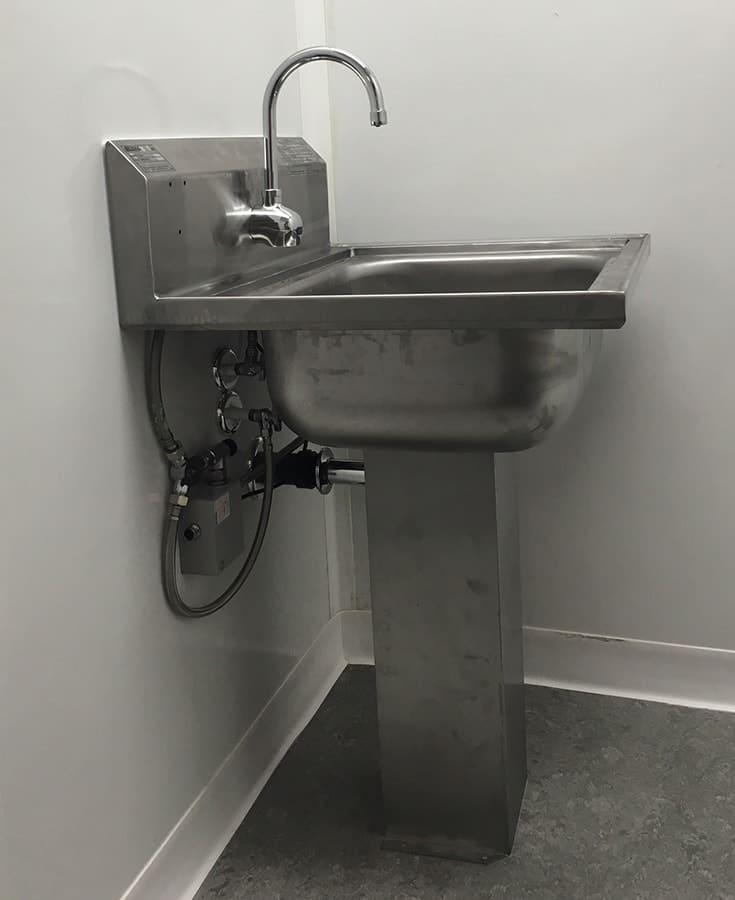 clean_room_sink_install